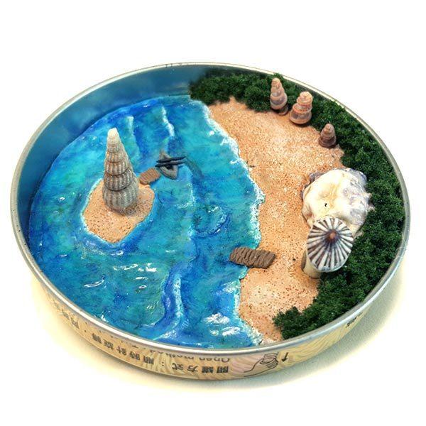 Tin cover art: The Beach